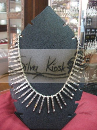 N025 necklace with long silver bead
