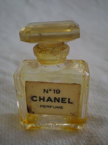 MINIATURE CHANEL No 19 PERFUME EMPTY VINTAGE BOTTLE