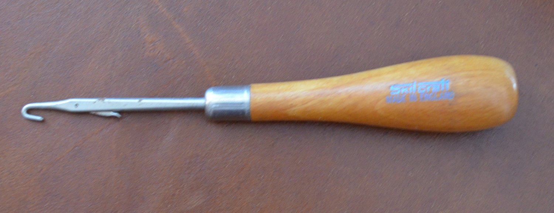 Skilcraft Latch Hook Rug Tool Wood Handle England Vintage Wand 6in