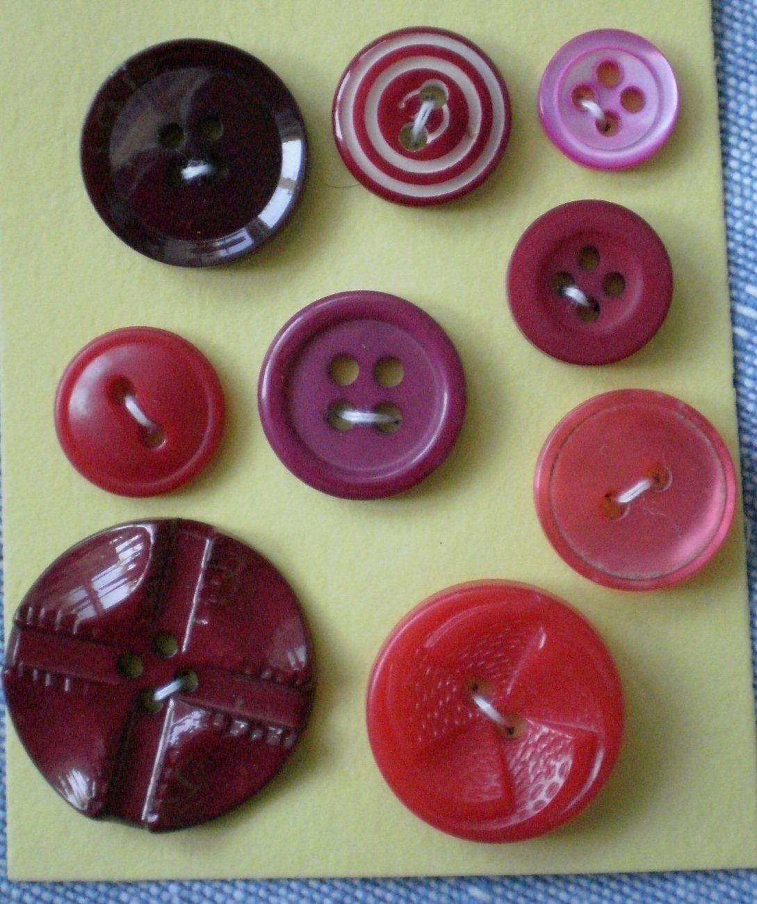 Lot red plastic buttons 2 4 hole vintage Fan Target