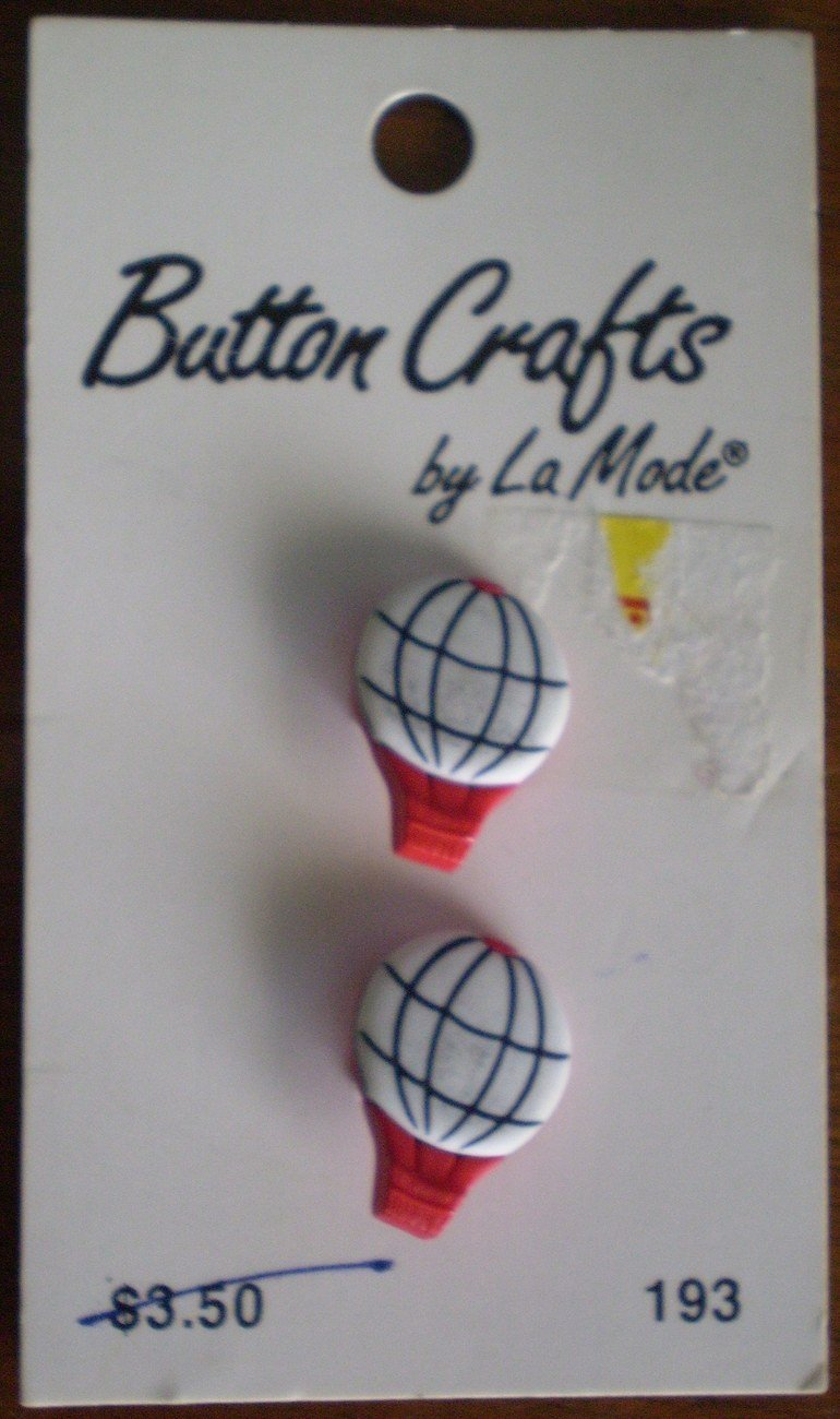 Button Crafts La Mode 2 Hot Air Balloons on card 193 19mm Fr