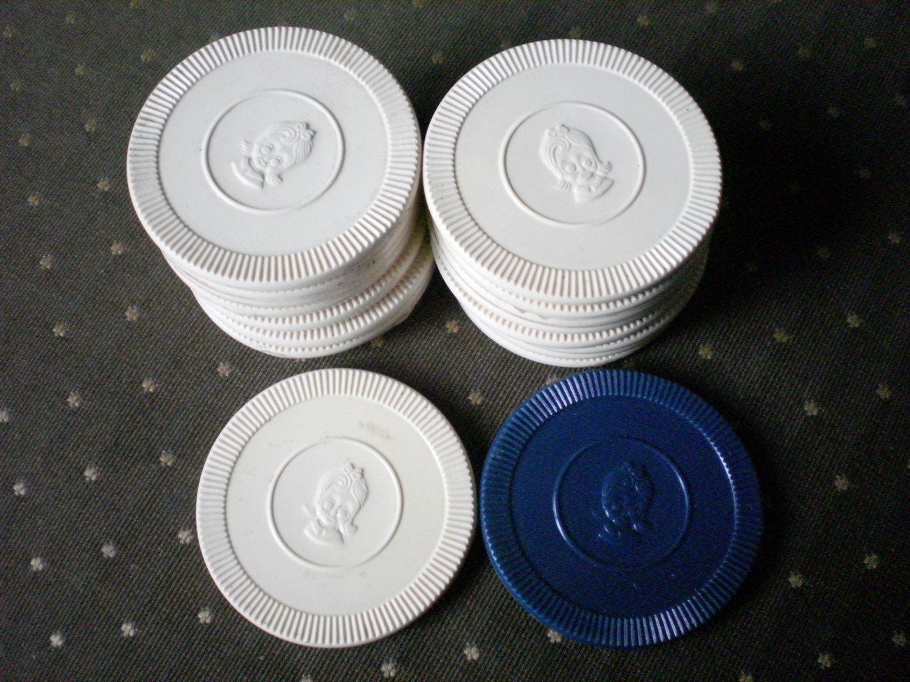 Beige Poker Chips Plastic Girl Big Eyes Lot 17 Blue
