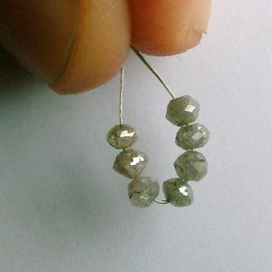 1.04 ct. Diamond Bead Collection � intense silver sparkle