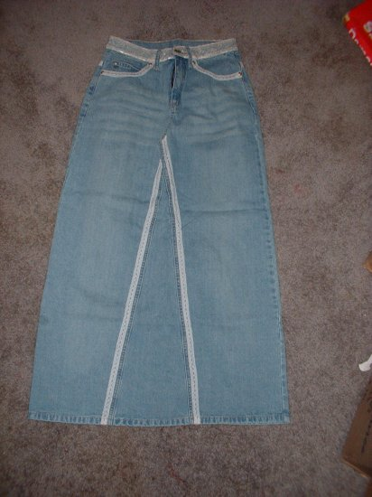 Junior+ Skirt Size 3  ***INCLUDES SHIPPING!!***
