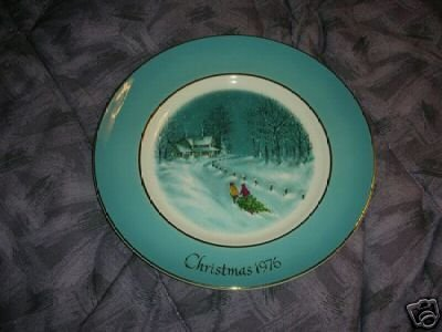 Avon 1976 Christmas Plate Bringing Home the Tree NIB