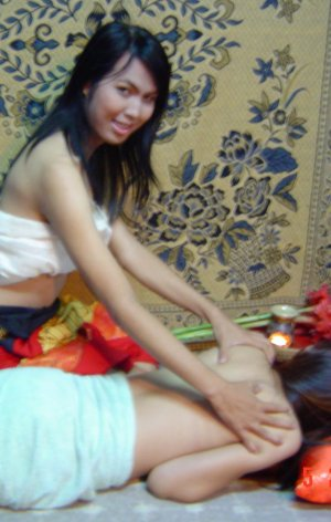 Kinnaree two-Hand Massage