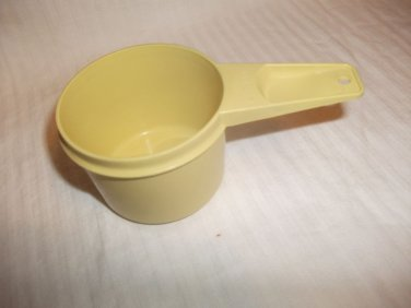 Tupperware MEASURING CUP REPLACEMENT - 2/3 Cup Size - Vintage - Butter Yellow