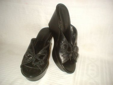 B. MAKOWSKY BOB MAKOWSKY Black Leather Wedges Slide Sandals Shoes Sz 8 FABULOUS!