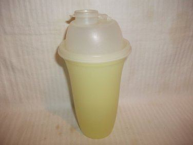 Tupperware Quick Shake Cup Sheer YELLOW Container & Seal Lid #844 EUC COMPLETE
