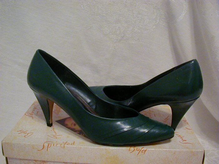 "Gloria Vanderbilt pumps size 7  1/2M, 3 1/2"" heel (Color spruce)"