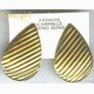 1 Pair Golden Teardrop Pierced Vintage Earrings