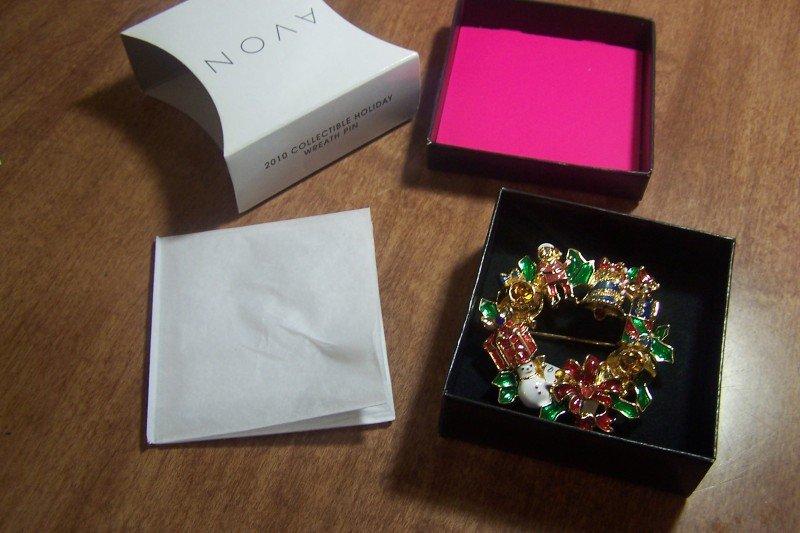 "Avon Christmas Pin / Pendant for 2010 NIB  Wear as Pin / Brooch / Pendant 2 1/2"""