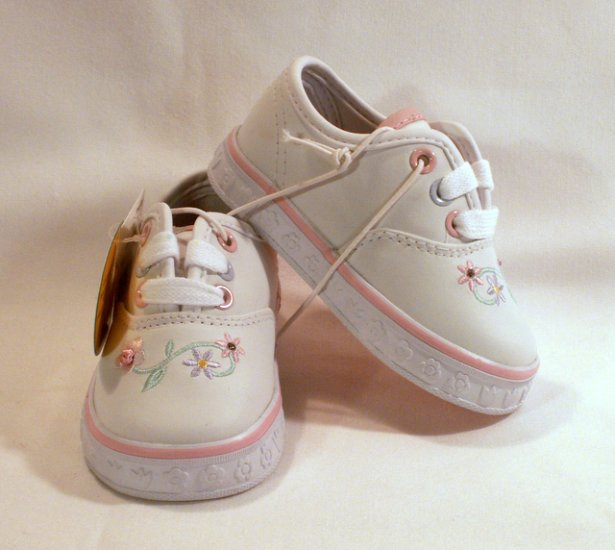 CRAYOLA WHITE Toddlers TENNIS SHOES SNEAKERS Girls Size 4 New