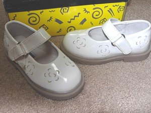 Girls Boutique L'AMOUR White Mary Janes 7 NEW