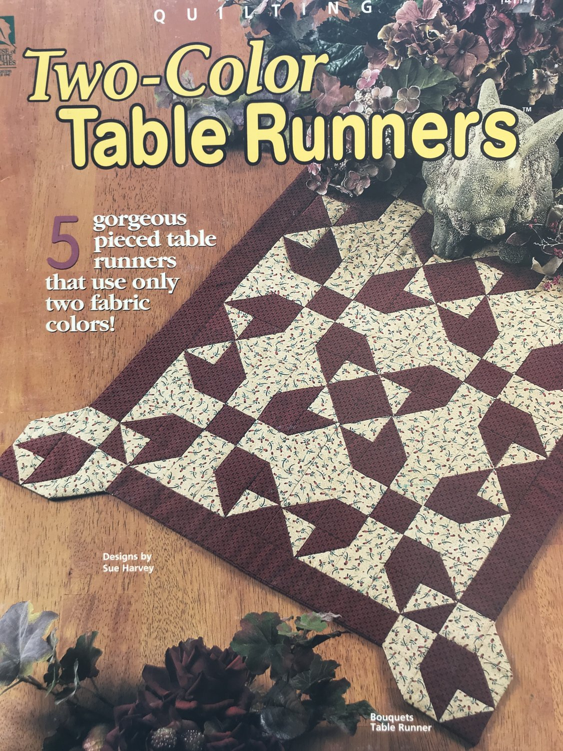 House of White Birches 141147 Quilting Two-color Table Runners Sue Harvey