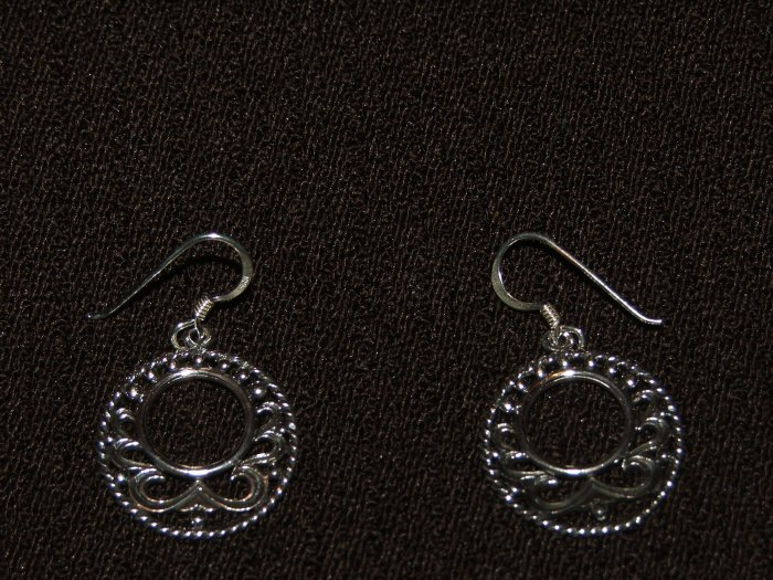 India Vintage design round silver earing - 4693