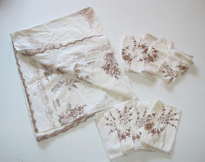 Spanish Spain Table clothe and Napkins Vintage EUC
