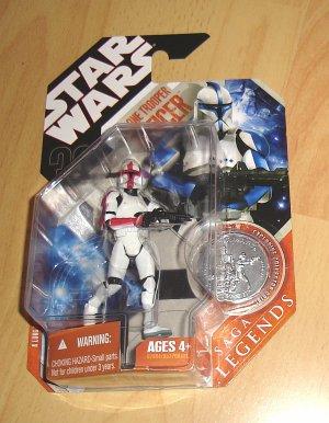 Star Wars 30th Anniversary / Saga Legends : Clone Trooper Officer - Captain (Red)