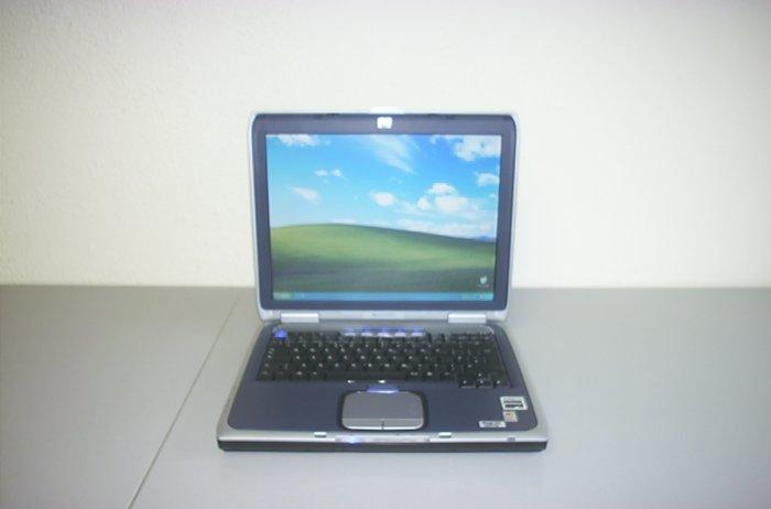 Hewlett Packard ZE 4900 Pavilion Notebook Laptop