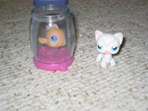 Littlest Pet Shop white cat and goldfish in bowl 9 10