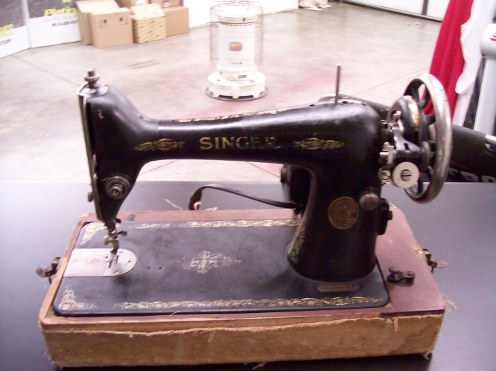 1924 SINGER PORTABLE SEWING MACHINE AA574767