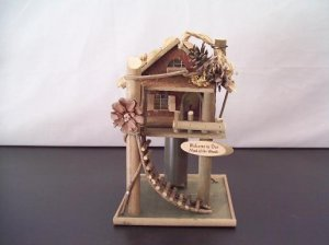 Treehouse Birdhouse and Feeder