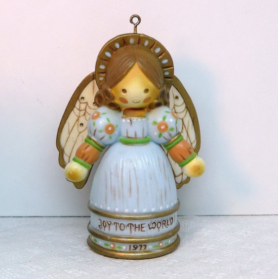 Vintage Hallmark Christmas ornament Angel Yesteryears 1977 QX1722 Joy to the World