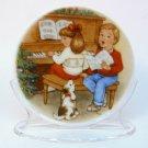 Hallmark Christmas miniature plate Sweet Holiday Harmony 1992 mini plate stand box