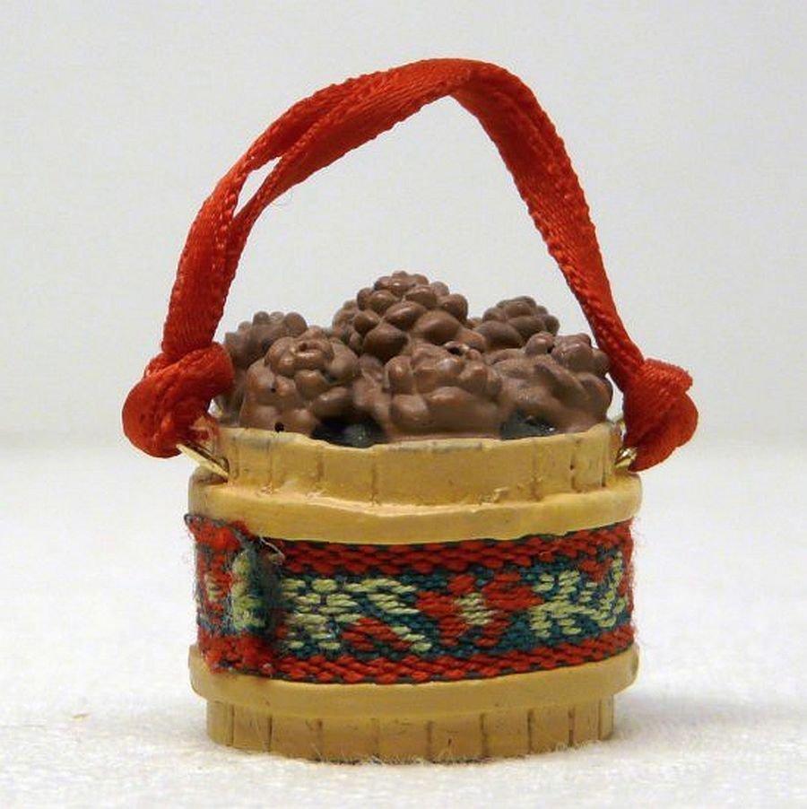 Vintage Hallmark Miniature Pinecone Basket Christmas Ornament 1989 QXM5734
