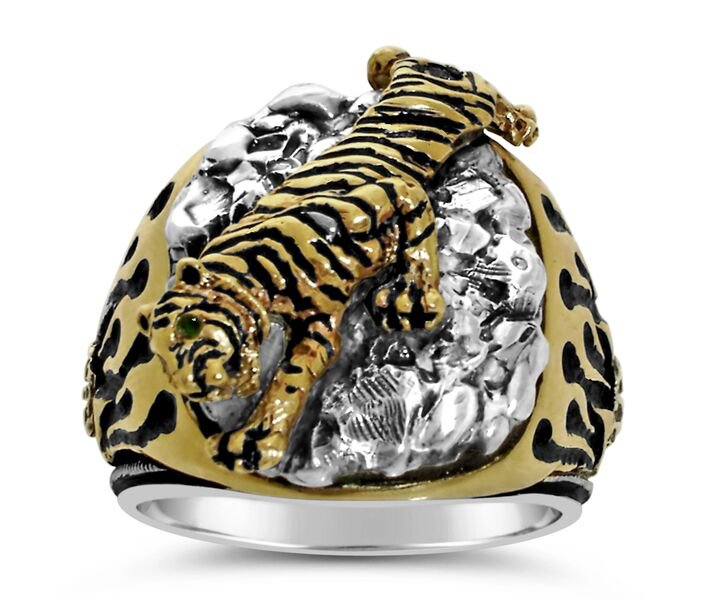 Bengal Tiger   Mens ring        Sterling Silver Emerald Lge.