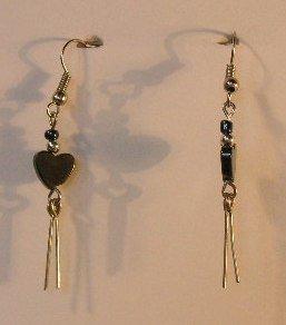 148(Inventory#) Silver heart earrings