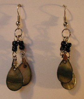101(Inventory#)  Black gold beads earrings