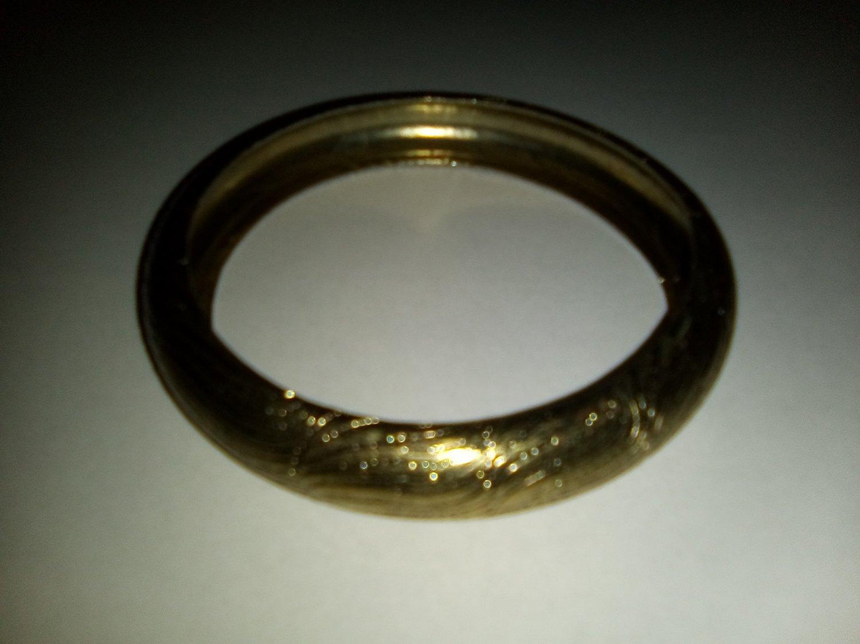 Textured metallic bangle c.1970s