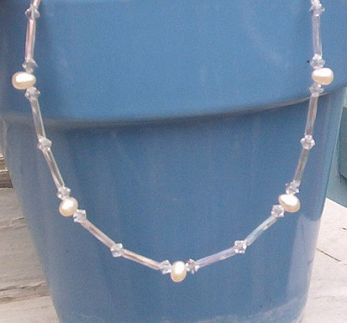 Dancing PEARL SWAROVSKI CRYSTAL NECKLACE Gold Heart Clasp