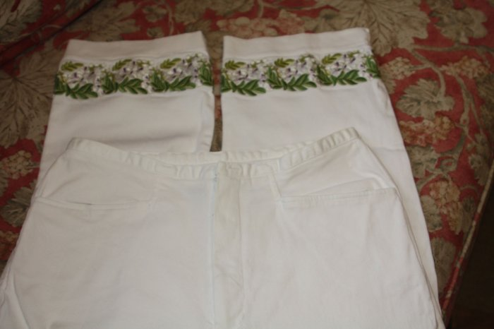 David Paul New York Embroidered Capri Pants