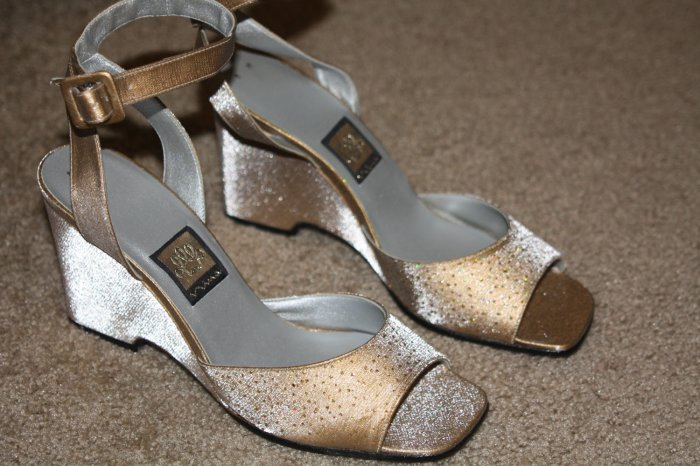 Nina made in Spain Gold Dress Wedge ~ New~