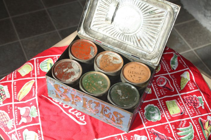 Embossed Antique Spice Tin with 6 Spice Cannisters
