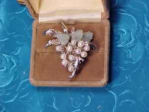 Baroque Genuine Pearl & Jade Grape Pin