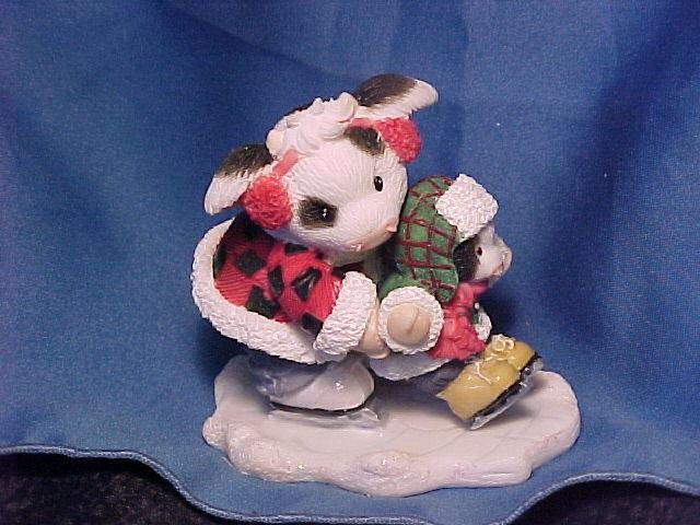 2000 MIB Mary Moo Sculpted Figurine. Everyone Needs a Hoof to Hold onto
