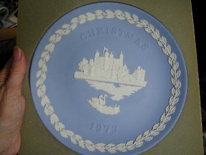 Wedgwood Christmas Plate, 1973, Tower of London, 8 inches, worn box. Never displayed.