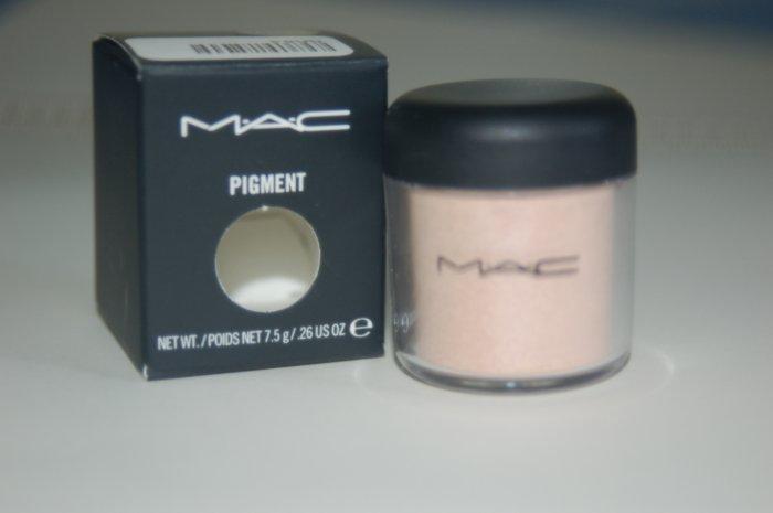 MAC Pigment Sample in **Fairylite**