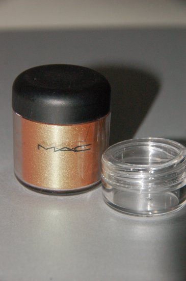 "MAC Pigment Sample ""Old Gold""  1/4 tsp sample"