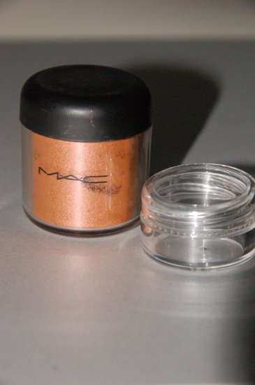 "MAC Pigment Samples ""Melon""   1/4 tsp. sample"