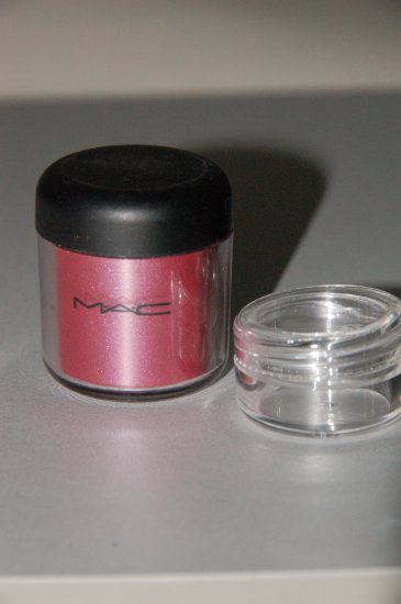 """MAC Pigment Samples """"Accent Red""""  Limited Edition"""