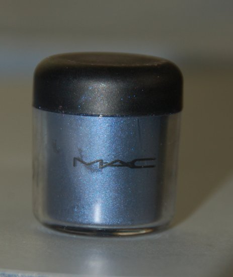 MAC Pigment Samples in *Naval Blue* pro