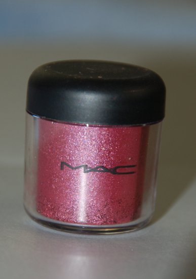 MAC Pigment Samples in *Ruby Red* pro