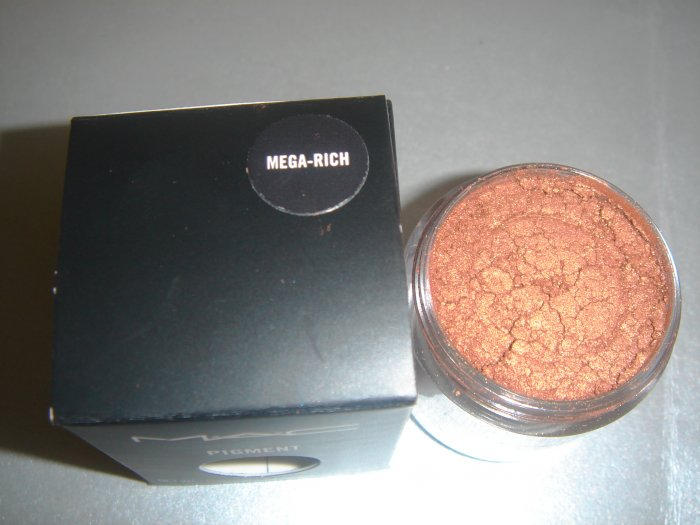 "MAC Ovverich Collection ""Mega Rich"" 1/4 tsp. sample LE"