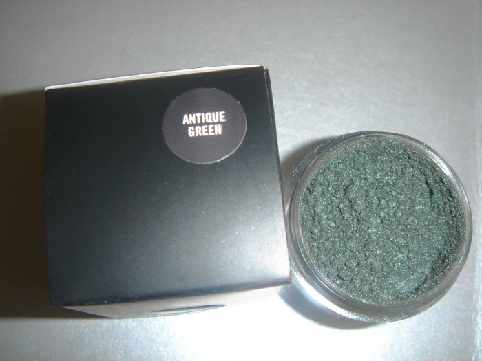"""MAC Ovverich Collection """"Antique Green"""" 1/4 tsp. sample LE"""