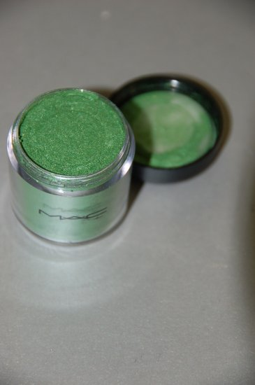 MAC Pigment Samples in *Kelly Green* pro