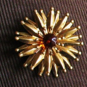 ball tipped spiny starburst brooch with amber glass center - vintage jewelry